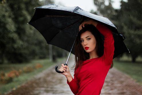 Обои Девушка в красном платье с зонтом в руке