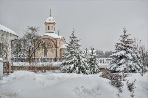 Обои Укутанные снегом церковь и природа вокруг, фотограф Optina