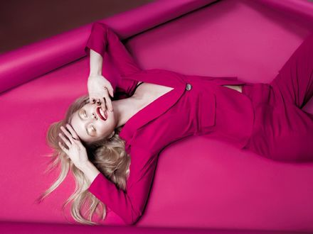 Обои Девушка в розовом костюме, фотограф Александр Буц
