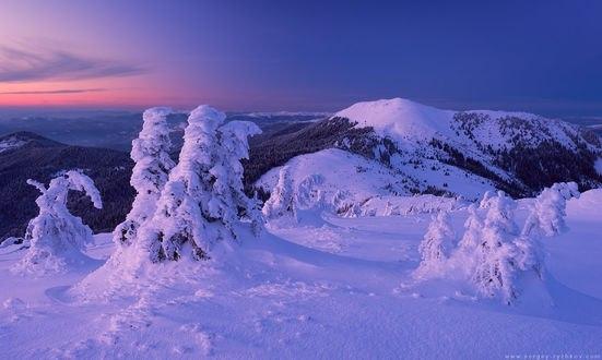 Обои Гора Берлебашка в вечерних сумерках, фотограф Сергей Рыжков