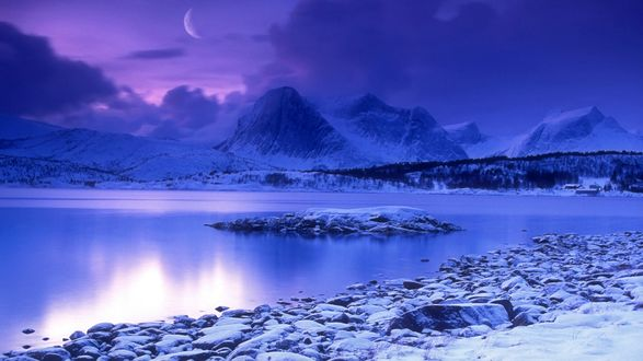 Обои Лунная облачная ночь над горным озером, Норвегия