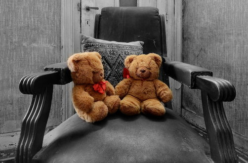 Обои для рабочего стола Два плюшевых медведя в кресле (© Aleksandr11),Добавлено: 08.02.2017 06:27:30