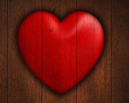 Обои Деревянное красное сердечко на деревянной поверхности