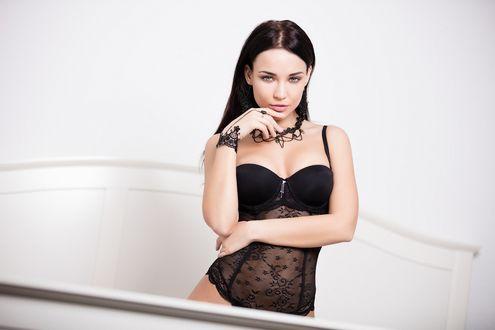 Обои Украинская модель Ангелина Петрова в черном белье