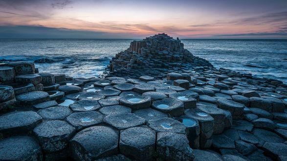 Обои Необычные камни у моря