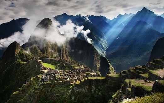 Обои Заброшенный город в горах