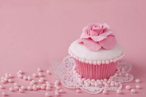 Обои Розовый кекс с цветочком