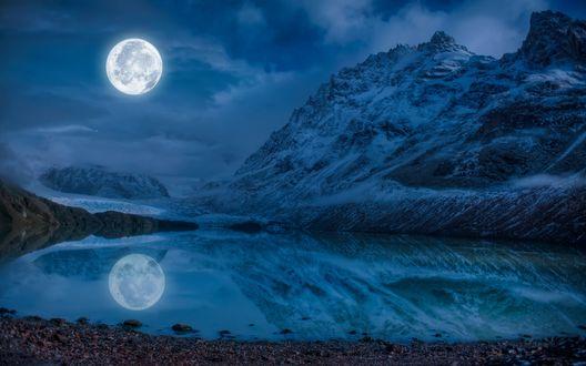 Обои Ночное озеро с отражающейся в нем луной у горы Серро-Торре, Южное Патагонское ледниковое плато, Южная Америка / Cerro Torre, Southern Patagonian Ice Field, South America