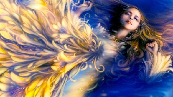 Обои Девушка птица с золотыми перьями лежит в воде
