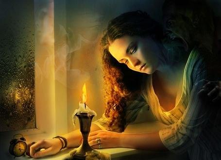 Обои Девушка сидит перед свечой, by Amalia Chitulescu