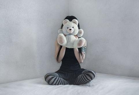 Обои Девушка держит перед собой игрушечного мишку, by Bettina Dupont