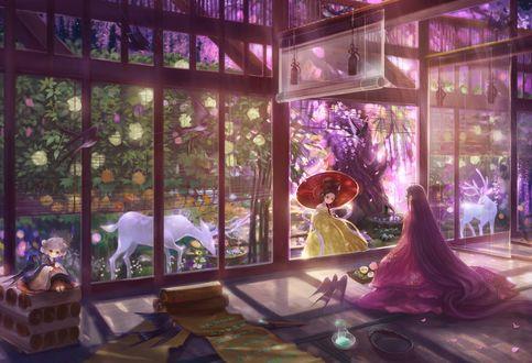 Обои Две девушки в кимоно любуются цветущим садом, в котором гуляют белые олени