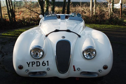 Обои Белый спортивный автомобиль