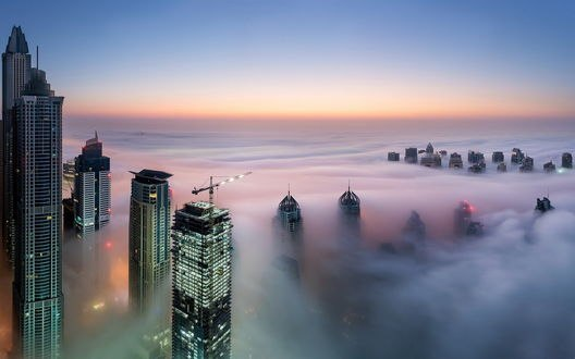Обои Небоскребы, окутанные туманом, в Дубае, Объединенные Арабские Эмираты