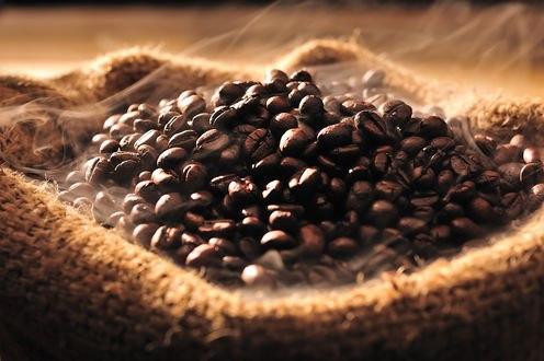 Обои Зерна кофе в мешке