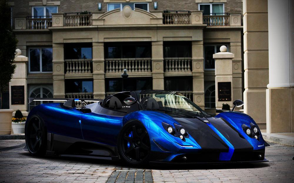 Обои для рабочего стола Синий спортивный автомобиль возле большого дома