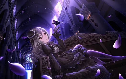 Обои Ранко Канзаки / Kanzaki Ranko из аниме Идолмастер: Девушки-Золушки / Idolmaster / THE iDOLM@STER: Cinderella Girls в готической одежде сидит в мрачном храме с бабочкой на руке