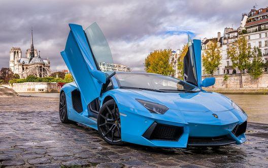 Обои Голубой спортивный автомобиль Aventador