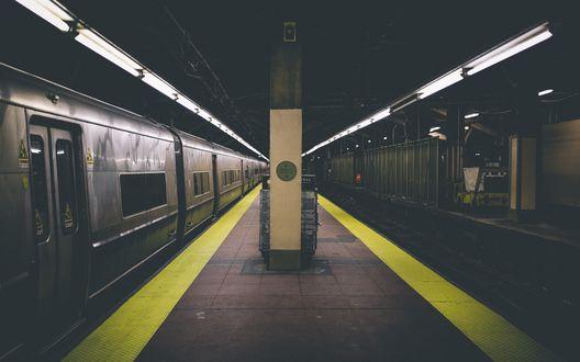 Обои Вечернее безлюдное метро