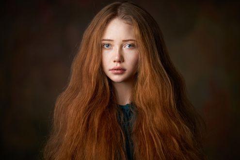 Обои Портрет девушки с длинными рыжими волосами. Фотограф Александр Виноградов