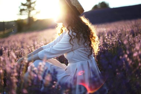Обои Девушка в шляпке сидит в поле цветов, by Sirеliss