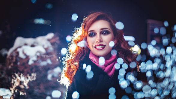 Обои Рыжеволосая улыбающаяся девушка, с ярким макияжем. Фотограф Антон Харисов