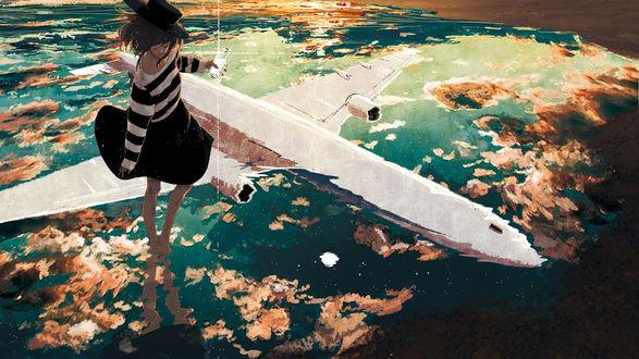 Обои Девушка, со стеклянной бутылкой в руке, в которой лежит письмо, стоит в воде, в которой отражается облачное небо и летящий самолет, by ジョゼ