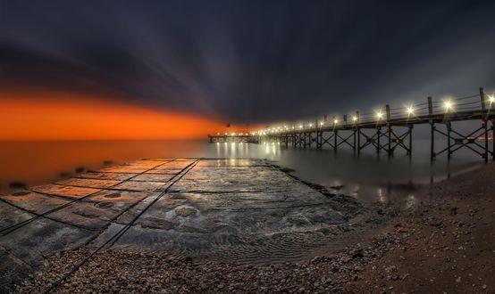 Обои Освещенный мост, уходящий далеко в море, by Nasser Osman