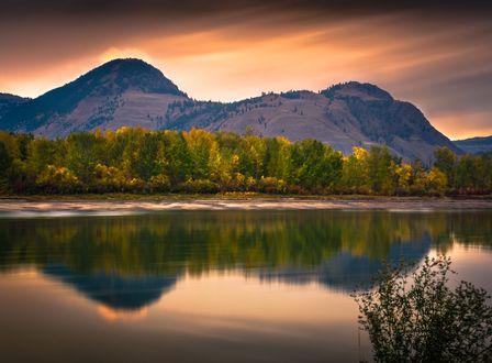 Обои Отражение горы Павла на рассвете, фотограф Raul Weisser
