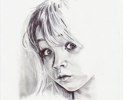 Обои Черно - белый портрет милой девочки