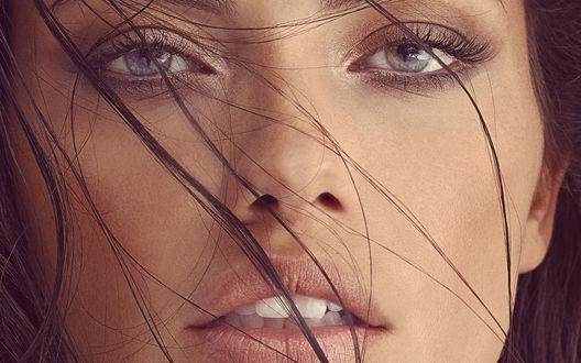Обои Сероглазая, красивая Модель Nataniele Ribiero / Натаниель Рибейро, с приоткрытым ртом