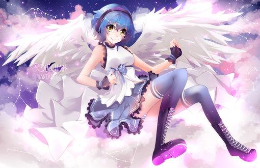Обои Синеволосая девушка-ангел с наушниками сидит на облаках на фоне ночного неба, by SquChan