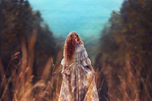 Обои Девушка в длинном платье на фоне природы, фотограф Monica Lazar