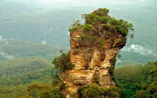 Обои Небольшая гора в долине