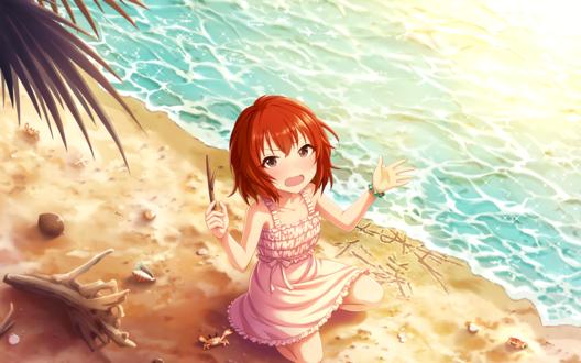 Обои Чем-то недовольная Томоэ Мураками / Murakami Tomoe из аниме Идолмастер: Девушки-Золушки / Idolmaster / THE iDOLM@STER: Cinderella Girls пишет палочкой на песке