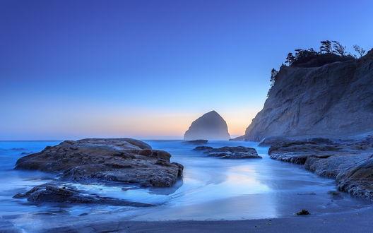Обои Скалистый пляж в городе Кэннон-Бич, штат Орегон, США / Cannon Beach, Oregon, USA