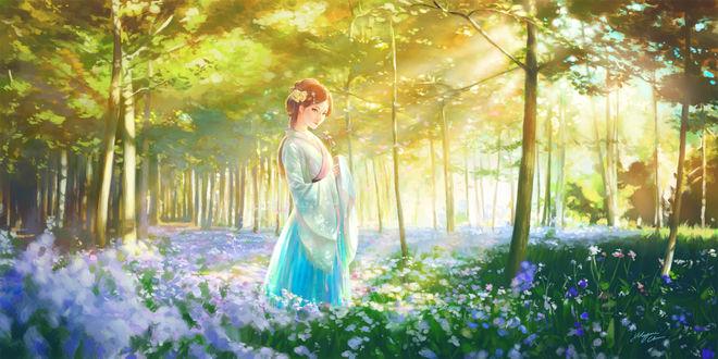 Обои Восточная красавица в бирюзовом кимоно стоит на лесной поляне среди голубых цветов