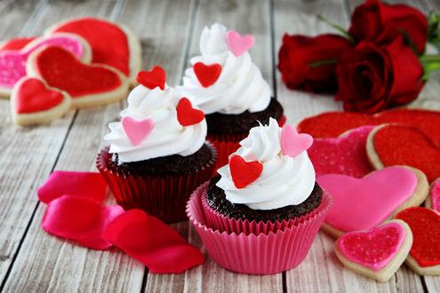 Обои Капкейк кексы с кремом, печенье в форме сердечек и розы