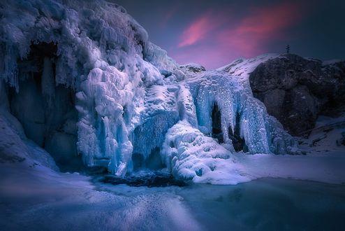 Обои Замороженный Rjukandefoss, Hemsedal, Norway / Rjukandefoss, Хемседал, Норвегия. Фотограф Ole Henrik Skjelstad