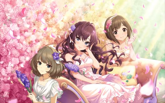 Обои Шики Ичиносэ / Ichinose Shiki, Каэдэ Такагаки / Takagaki Kaede и Мику Маэкава / Maekawa Miku из аниме Идолмастер: Девушки-Золушки / Idolmaster / THE iDOLM@STER: Cinderella Girls сидят на фоне стены из цветов