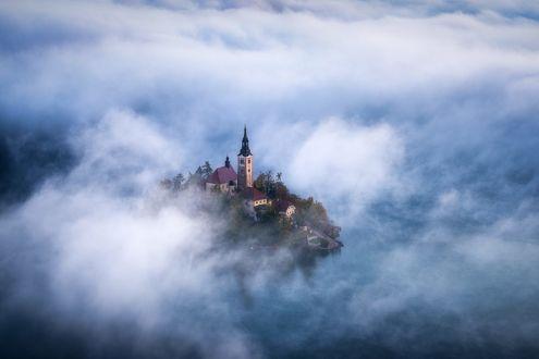 Обои Церковь в облаках, фотограф Daniel F