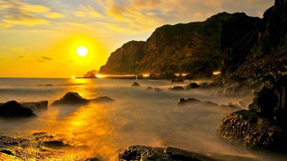 Обои Яркий закат над побережьем