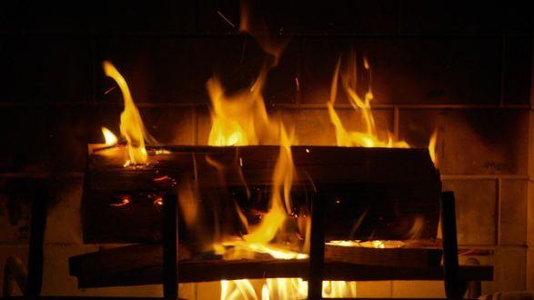 Обои Разожженный огонь, готовится еда