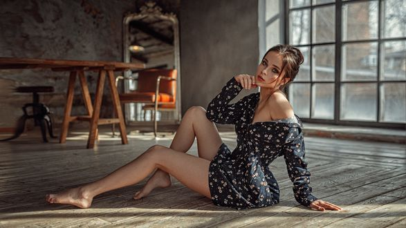 Обои Модель Венера сидит на полу, фотограф Георгий Чернядьев