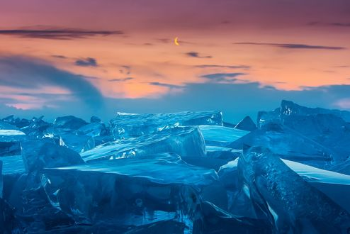 Обои Ледяные глыбы на фоне красивого заката дня