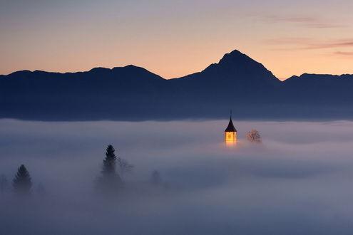 Обои Горный пейзаж в Словении, деревня Ямник
