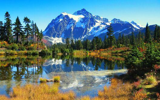 Обои Красивый горный пейзаж