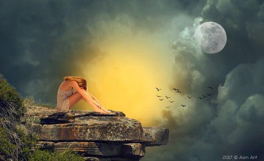 Обои Грустная девушка сидит на скальном выступе на фоне восходящей луны, клубящихся размытых облаков, подсвеченных солнцем, Asm Arif