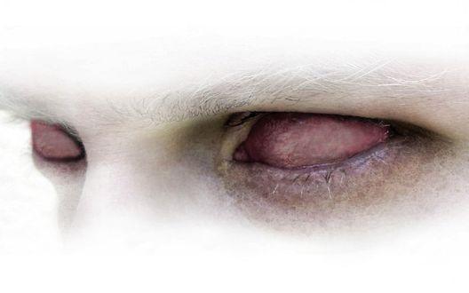 Обои Белые глаза мужчины