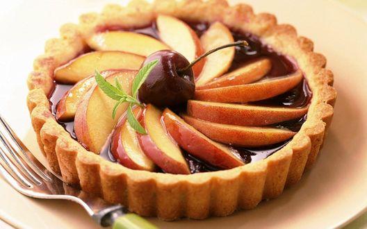 Обои Яблочная тарталетка с вишенкой